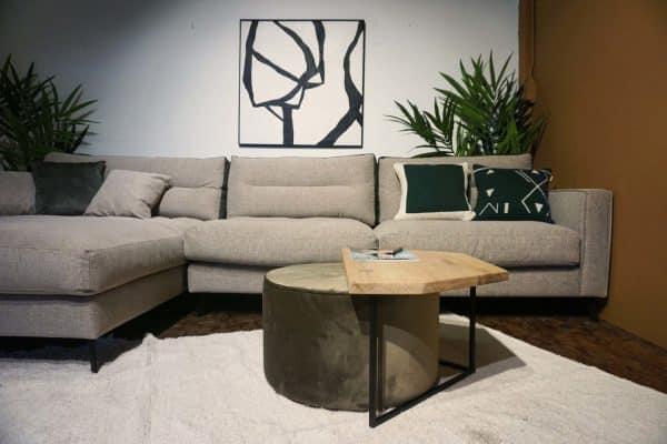 Table en bois et pieds métal + pouf en olive gold (4)