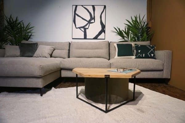 Table en bois et pieds métal + pouf en olive gold (5)