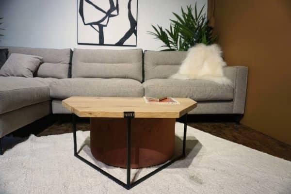 Table en bois et pieds métal + pouf en rose (5)