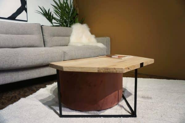 Table en bois et pieds métal + pouf en rose (1)