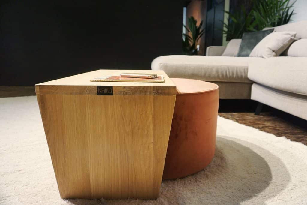 Table en bois + pouf en rose (4)