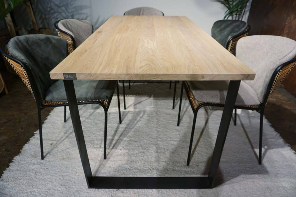 Table Christian (5)