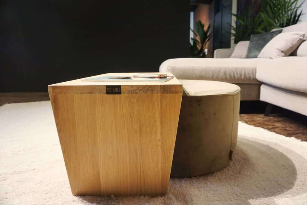 Table en bois + pouf en olive gold (4)